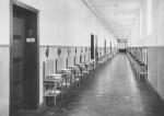 1950 : Le couloir des dortoirs du bloc Lemineur