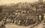 Date inconnue : Photo de groupe dans le parc de Saint-Fiacre
